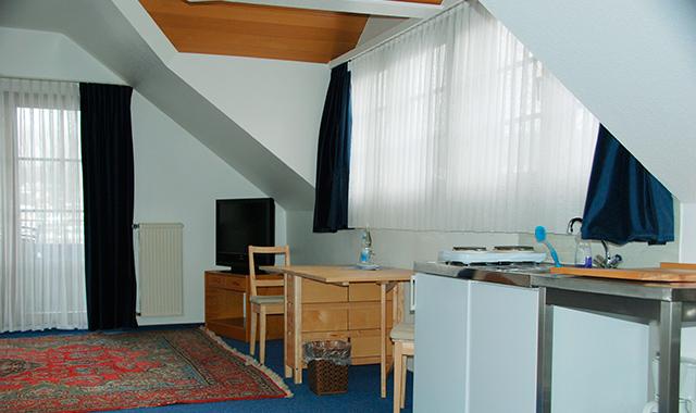 Ferienwohnung (Wohnzimmer & Küche) [Apartment with living room & kitchen]